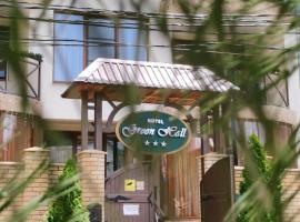 Green Hall Hotel, hotel near Galaxy Business and Entertainment Center, Estosadok