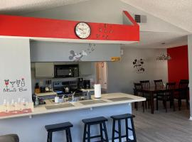 MICKEY MOUSE THEMED VACATION VILLA NEAR DISNEY, apartment in Kissimmee