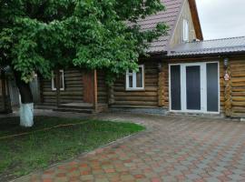 Жилой деревянный двухэтажный дом с парной и бассейном., гостиница в Шахтах