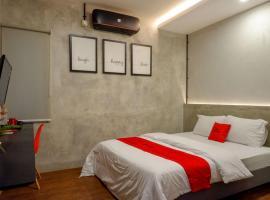 RedDoorz Plus near Kawasan Sam Poo Kong Semarang, hotel near Ahmad Yani International Airport - SRG,
