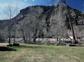 Cascade Park Townhome, holiday home in Ouray