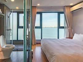 Moon West Lake Serviced Apartment, apartment in Hanoi