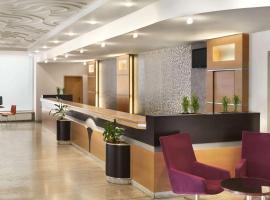 Ramada Parc Hotel, отель в Бухаресте