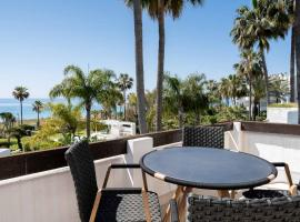 Front line beach 2 bedrooms boutique penthouse, Costalita., hotell i Estepona