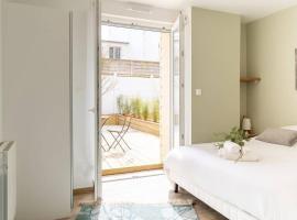 RARE Penfret - studio neuf & cosy avec terrasse / proche centre-ville et Fac / stationnement gratuit / 100m du bus, appartement à Brest
