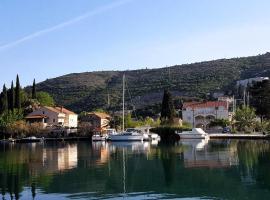 Apartments Lorena, hotel near ACI Marina Dubrovnik, Mokošica