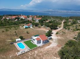 Nane Garden house with pool, hotel in Mirce