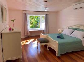 Casa Calandra chalé colonial de madeira na serra gaúcha, CanelaRS, pet-friendly hotel in Canela