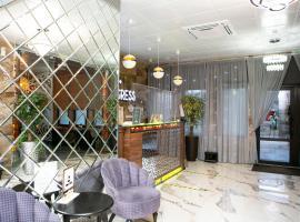 Апартаменты LETIQUE-центр, hotel in Sochi