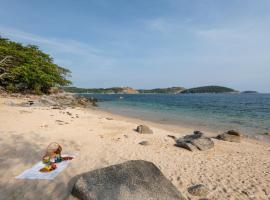 Baan Krating Phuket Resort, hotel in Nai Harn Beach