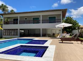 Ampla Casa na beira mar de Maragogi, hotel with pools in Maragogi