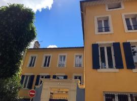 A deux pas du Théatre, budget hotel in Orange