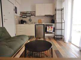 TOP STUDIO penthouse IMITTOU, hotel in Athens