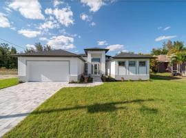 Holland House Skyline, Private heated Pool and Spa, Ferienunterkunft in Cape Coral