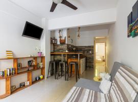 Comfy Apartment close to Floisvos Beach, hotel in Athens