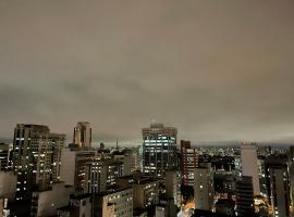 Cobertura próximo Av. Paulista, hotel with pools in Sao Paulo