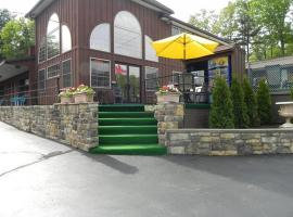 Mohican Resort Motel, Conveniently located to all Adirondack attractions, hotel in Lake George