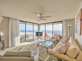 Spacious Beachfront Condo with Resort Amenities, apartment in Marco Island