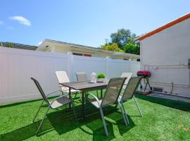 Awesome house @Coral way W Private patio & Parking / roads 1, villa in Miami
