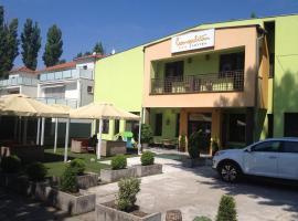 Garni Hotel Cosmopolitan, hotel in Senec