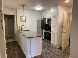 Downtown Living Studio in HOT ATLANTA! Close to all Main Tourist Attractions, vacation home in Atlanta