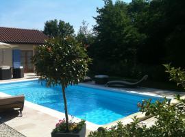 Logis Hotel La Grange Du Relais, hôtel à Colombey-les-Deux-Églises près de: Nigloland