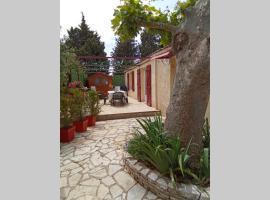 Maisonnette 60m2 au calme à 5mn d'Avignon, family hotel in Le Pontet