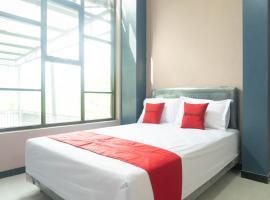 RedDoorz Syariah near Alun Alun Blitar, hotel in Blitar