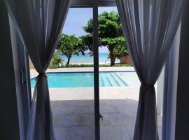 Deluxe Yrie Beach Villa, villa in Negril