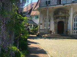 Hotel Garden, hotel in Bolesławiec