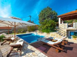 Villa Platanus with Private Pool & Sea View, villa in Mlini