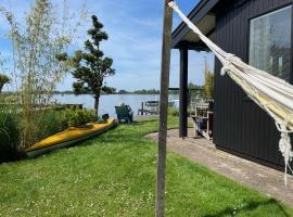 The Outpost lakehouse - heerlijk natuurhuis aan Reeuwijkse Plassen bij Gouda -, hotel near Gouda Goverwelle Station, Reeuwijk