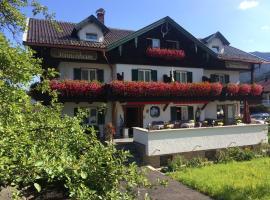 Gästehaus Sonnenheim, Bed & Breakfast in Mittenwald