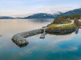 Yttervik Camping, hotel in Skamdal