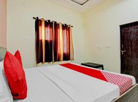 Vaccinated Staff- OYO 79672 Hotel Shri Aadhyabrah Peeth, отель в Вриндаване
