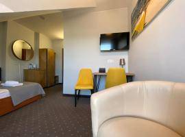 Hotel Krynica – hotel w mieście Krynica Morska