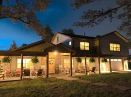 Colorado Lodge, Barn & Picnics - Large Family Home with Barn Venue, family hotel in Golden