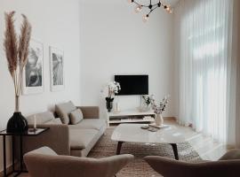 Stunning apartment 2 min to burj khalifa and Dubai opera, villa in Dubai