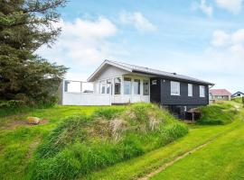 Three-Bedroom Holiday home in Rømø 47, vacation rental in Bolilmark