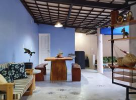 Linda casa a 700 mts da Orla da Atalaia, hotel with jacuzzis in Aracaju