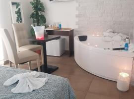 B&B Napoli Centrale Room&Jacuzzi, hotel in Naples