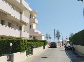 Casa Spina fronte spiaggia 2 camere matrimoniali sala e cucina, holiday home in Rimini