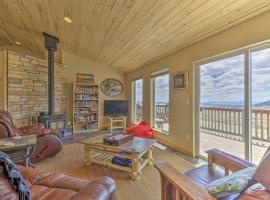 Sun-Soaked Retreat with Deck, 31 Mi to Breck!, hotel with parking in Fairplay