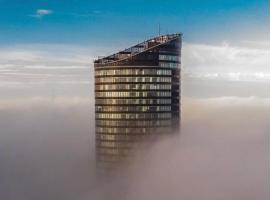 30th+ Floor Apartments in Sky Tower, hotel in Wrocław