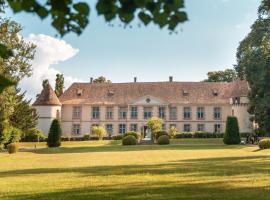 Château de la Cour Senlisse, hotel near France Miniature, Senlisse