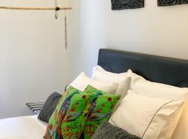 F.T.P Luxury Rooms, hotel conveniente a Patra