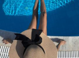 Mr and Mrs White Santorini, hotel in Oia