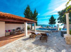 Villa Tereza with Private Pool, Jacuzzi & Sea View, villa in Mlini