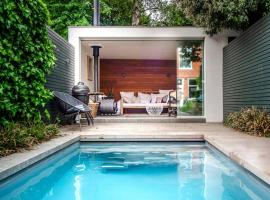 Amazing city centre villa with private pool, holiday home in Haarlem