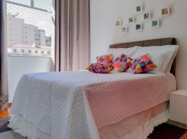 Ensolarado ao lado do shopping com garagem e Wifi, hotel near Hill of the Pine, Teresópolis